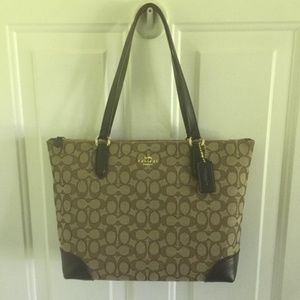 NWT Coach Outline Signature Zip Tote F39958